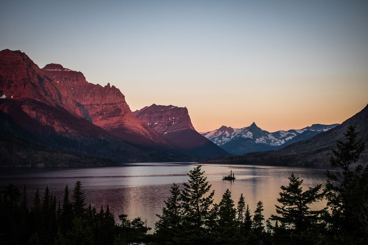 Sunrise at Wild Goose Island Overlook on St. Mary Lake, Going-to-the-Sun Road, Glacier National Park, Montana
